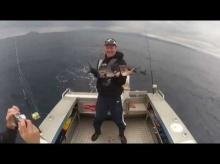 ฮาสลัด!! ปลาหรือเครื่องสั่นเนี่ย เล่นเอาจะแทบคว่ำเลยนะครัช!!!