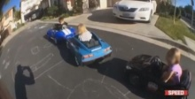 ทึ่ง!! เด็กน้อย 3 ขวบ โชว์สเต็ปดริฟท์รถของเล่นขั้นเทพสุดๆ! (ชมคลิป)