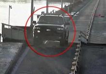 ขับรถไม่ระวัง!หนุ่มมะกันมัวดูGPS พุ่งเหินข้ามสะพานที่กำลังยกตัว