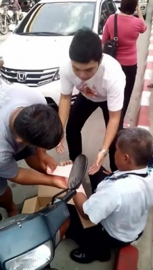 นักเรียนยกพวกตีกัน คุณลุงโดนลูกหลง_แขนหักข้างช้าย