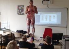คุณครูคนนี้ ทุ่มเทกับ การเรียน การสอน แบบสุดตัวจริงๆ!