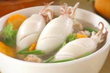 แกงจืดปลาหมึกยัดไส้หมูสับ เมนูอร่อยง่าย ทำเองได้ไม่ยาก
