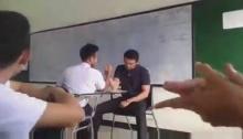 เห็นอาจารย์เล่นกับนักเรียนแล้วอบอุ่นดีครับ