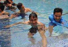ฮาเลย!เมื่อ เมสซี่เจ ถูกไล่ให้ไปเล่นสระว่ายน้ำของเด็ก