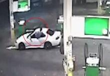 อย่างกะนินจา!!หนุ่มพุ่งออกจากหน้าต่างรถ จับโจรในปั้ม!!