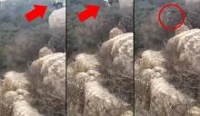 วินาทีระทึก นักท่องเที่ยว ดิ่งกำแพงเมืองจีน