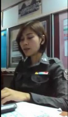 ผมให้ผ่าน! คุณตำรวจหญิงร้องเพลงได้ฟินมว๊ากก