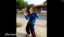แชร์สนั่น เด็กเต้นจังหวะอีสานสุดฮา  ยิ่งเต้นยิ่งได้ใจ