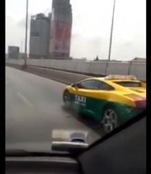 สุดเจ๋ง!!เมื่อจับลัมโบร์กีนี แต่งเป็นแท็กซี่เขียว-เหลือง