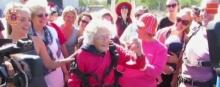 คุณทวด วัย 100 ปี กระโดดร่มฉลองวันเกิด!!