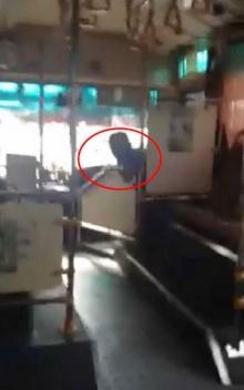 พนักงานขับรถเมล์ ปอ.11 แหกปากไล่ผู้โดยสารหลังได้ยินบ่น ขับแบบนี้ก็ตายกันหมดพอดี