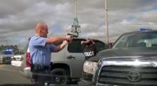 นาทีตำรวจไล่ล่า-จู่โจมจับโจรขโมยรถสุดระทึก ยังกับเกม GTA