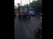 สุดสยอง!!หญิงสาวถูกรถเมล์สาย 39 เหยียบ รอดปาฏิหาริย์??