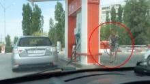 ฮาหรือสงสารดี!! เมื่อสาวๆต้องมาเติมน้ำมันรถเอง ความวุ่นวายก็เกิด!!!