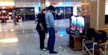 เกมมันสมจริง!!! หนุ่มโดนอำเล่นเกมจนร้องลั่นห้างฯ