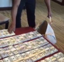 ′ฟลอยด์′ โชว์ป๋า!! อัพไอจีนับเงินเป็นปึ๊กๆ โชว์