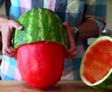 ปอกแตงโมให้เกลี้ยงเกลา..ง่ายๆ คุณก็ทำได้