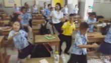 น่ารักอะ!! T26 ครูพานักเรียนเต้นคลายหนาว