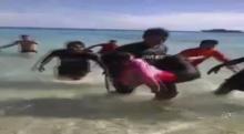 นาทีชีวิต!! ทหารเรือพังงาช่วยชีวิตนักท่องเที่ยวจมน้ำ