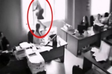 จริงหรือหลอก!!สาวถูกบอสด่า อยู่ดีกระโดดตึกซ่ะงั้น