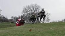 ซานตาคลอสไฮเทค ใช้หุ่นยนต์ลากเลื่อนแทนกวางเรนเดียร์