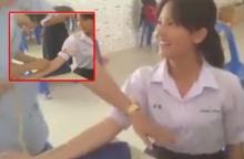 1 แสนวิวแล้ว!! คลิป นักเรียนหญิง กำลังโดนเข็มฉีดยา!! ที่พีคหนักคือคำพูดและปฏิกิริยา