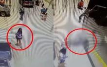 อุทาหรณ์!! สังคมก้มหน้า นักปั่นจักรยานเฉี่ยวหญิงสาว ก่อนเสียหลักล้ม รถทัวร์เหยียบหัวซ้ำ! ดับ!! (คลิป)
