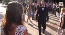 สุดเซอร์ไพรส์! แฟนหนุ่มจัดแฟลชม๊อบขอแฟนแต่งงาน