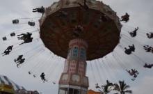 ช็อค!!!! เครื่องเล่นสวนสนุกหลุดกลางอากาศ