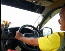 คนขับรถตู้นิสัยแย่ ถามมาได้ ขับแบบนี้แล้วตายหรือยัง
