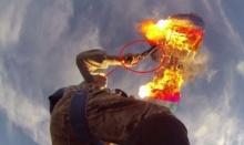 พิเรนทร์! นักดิ่งพสุธา เอาปืนยิงร่มตัวเองให้ไฟไหม้ ซะงั้น!!