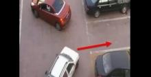 เมื่อเธอโดนแย่งที่จอดรถ เธอโต้กลับเล่นเอาคนแย่งเงิบ!!!