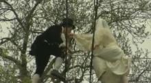 วิวาห์สุดเสียว!! บ่าว-สาว ใจกล้า ปีนเชือก สูง 25 ม. พิสูจน์รักแท้