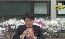 """จะเป็นอย่างไร? เมื่อคนเกาหลี ลองกิน """"มาม่าต้มยำกุ้ง"""" ครั้งแรก"""