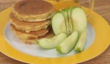 แพนเค้กแอปเปิ้ล Apple Pancake