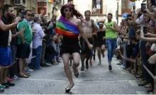 ชมภาพสุดมันการแข่งขัน วิ่งส้นสูง ของกลุ่มเพศทางเลือกในมาดริด