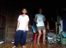 ท่าเต้นของน้องเฟี้ยวดีนะ แต่เสียดายบ้านรกไปหน่อย!!