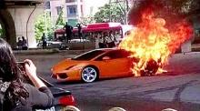 เสียดายจัง!! ไฟลุกท่วม ลัมโบร์กินีคันละ 14 ล้านกลางถนน!!
