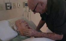 คลิปนี้จะทำให้คุณต้องร้องไห้..'คุณปู่' ร้องเพลงกล่อม 'คุณย่า' ที่ใกล้จากไป