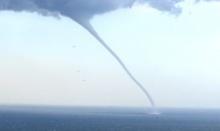 พายุงวงช้างกลางทะเลจีน!! ยังกับทอร์นาโด