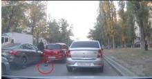 เมื่อเจ้านก ไม่ยอมบิน ทำอุบัติเหตุรถชนสนั่นถนน