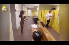 แกล้งตาบอดเข้าห้องน้ำชาย..ไปดูว่าเธอจะเกิดอะไรขึ้น?