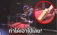 """พิพิธภัณฑ์ญี่ปุ่น ท้านักท่องเที่ยว """"ดึงทองคำแท่ง 12.5 กก."""" ออกจากกล่องกระจก จู่ๆปาฏิหารย์ก็เกิด?"""