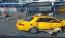 สยอง! รถบัสชนแหลก กวาดคนหน้าป้ายรถเมล์หายเรียบ