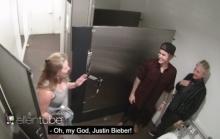 จะเป็นยังไงถ้าเข้าห้องน้ำแล้วเจอ Justin Bieber !