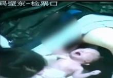 แตกตื่น! สาวจีน คลอดลูกกระทันหัน กลางสถานีรถไฟใต้ดิน