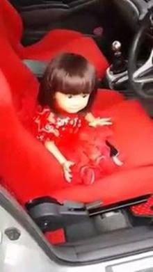 เด็ก หรือ ตุ๊กตา แยกไม่ออกเบย!!