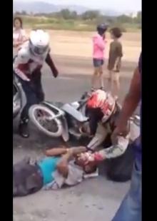 กลุ่มbigbikeไทย!! ใจหล่อจอดรถช่วยอุบัติเหตุ