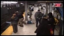 โคตรระทึก! หนุ่มใจหล่อโดดไปช่วยคนตกรางรถไฟในนาทีฉุกเฉิน!