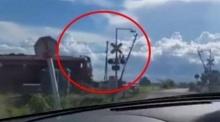 ระวังตาย!! อย่าไว้ใจทาง..อย่าวางใจไม้กั้นรถไฟ